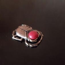 Жук скарабей медный с красным камнем