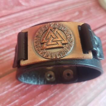 Кожаный браслет Трикветр в руническом круге