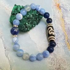 Браслет из камня  Голубой  Агат с бусиной Дзи  Лотос