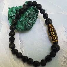 Браслет из камня Чёрный  Агат граненный с бусиной  Дзи 21 глаз