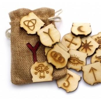 Ведьмины руны на деревянных плашках